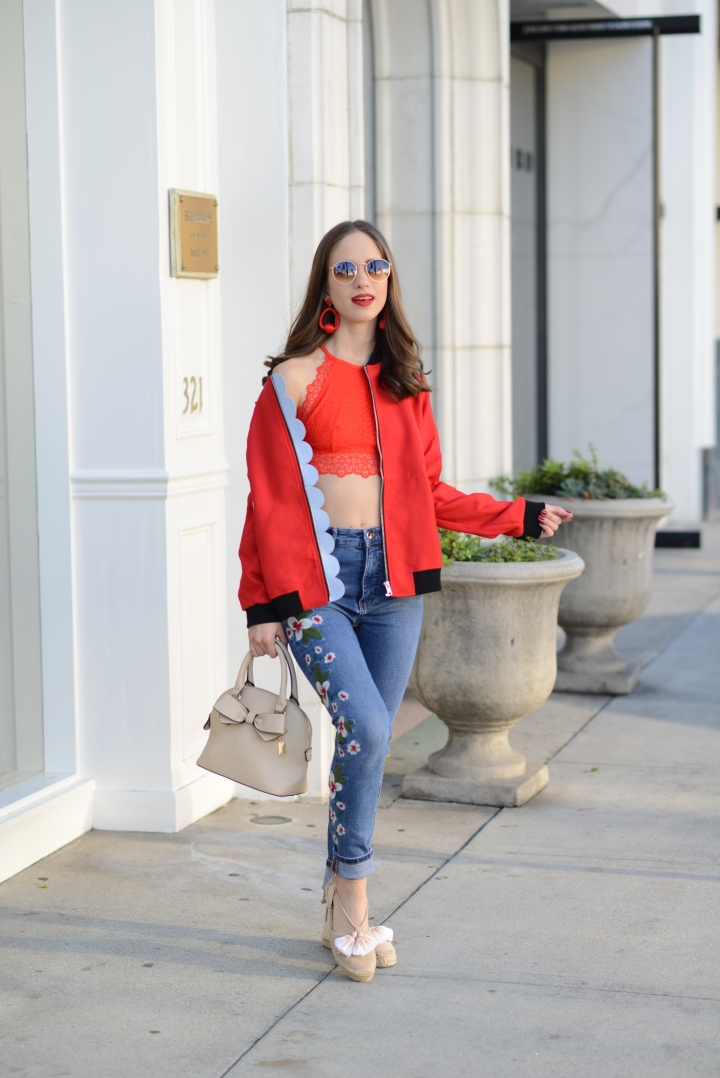 How to create a romantic look with a bomberjacket